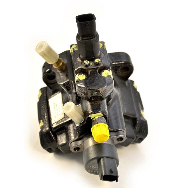 Pompă de injecţie Bosch CR 0445010046 fără regulator - Fiat – Ducato 10 2.0 JTD, Fiat – Ducato 11 2.0 JTD, Fiat – Ducato 14 2.0 JTD, Fiat – Ducato 15 2.0 JTD, Fiat – Scudo 2.0 8V JTD, Fiat – Scudo 2.0 8V JTD, Fiat – Scudo 2.0 8V JTD, Fiat – Scudo 2.0 8V JTD, Fiat – Ulysse 2.0 JTD 8V, Peugeot – 206 2.0 HDi SW, Peugeot – 307 2.0 HDi, Peugeot – 307 2.0 HDi Break/SW, Peugeot – 307 2.0 HDi Break/SW, Peugeot – 406 2.0 HDi, Peugeot – 406 2.0 HDi Break, Peugeot – 607 2.0 HDi, Peugeot – 607 2.0 HDi, Peugeot – 607 2.0 HDi, Peugeot – 806 2.0 HDi, Peugeot – Boxer 2.0 HDi, Peugeot – Boxer 2.0 HDi, Peugeot – Boxer 2.2 HDi, Citroen – Berlingo 2.0 HDI, Citroen – C4 2.0 HDi Sedan, Citroen – C5 2.0 HDi, Citroen – C5 2.0 HDi, Citroen – C5 2.0 HDi, Citroen – C5 2.0 HDi Break, Citroen – C5 2.0 HDi Break, Citroen – C5 2.0 HDi Break, Citroen – Evasion 2.0 HDi, Citroen – Jumper 2.0 HDi, Citroen – Jumper 2.0 HDi, Citroen – Jumper 2.2 HDi, Citroen – Jumper 2.0 HDi, Citroen – Jumper 2.0 HDi, Citroen – Jumper 2.2 HDi, Citroen – Jumpy 2.0 HDi, Citroen – Jumpy 2.0 HDi, Citroen – Xsara 2.0 HDi, Citroen – Xsara 2.0 HDi, Citroen – Xsara 2.0 HDi Break, Citroen – Xsara 2.0 HDi Break